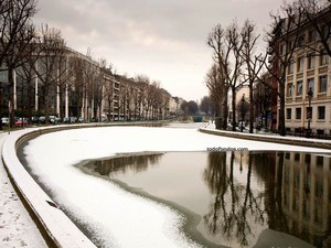 The Saint Martin Canal (Paris) snowy