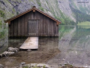 Cottage in Obersee lake (Germany)