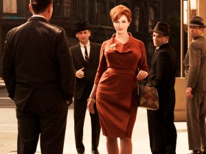 Joan Holloway (Christina Hendricks)