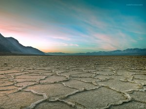 Crust of salt, in Badwater Basin (California)