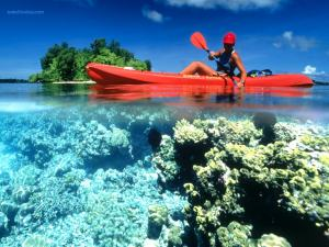 Canoeing in crystal clear waters, in the Kennedy Island (Solomon Islands)