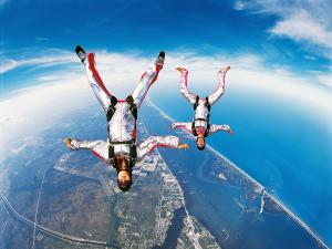 Skydiving in pair