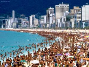 Crowded beach, in Rio de Janeiro (Brazil)
