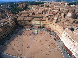 Piazza del Campo (Siena, Italy)
