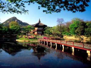 Ryongwang Pavilion Lake (Seoul, South Korea)