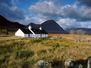 Cottage in Rannoch Moor (Scotland)