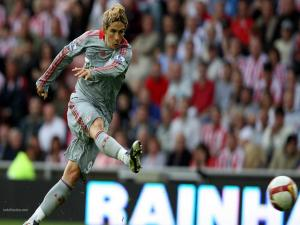 Fernando Torres kicking for goal