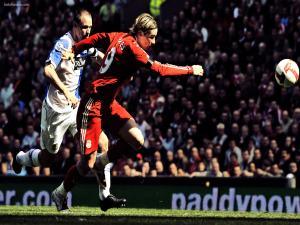 Fernando Torres following the balloon