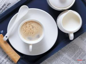A coffee with milk to read the newspaper