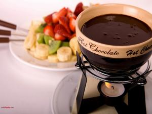 Fruits with chocolate fondue