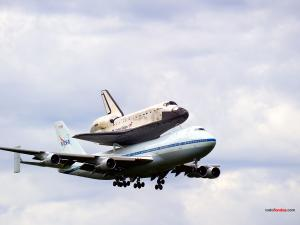 Space Shuttle Discovery on his last flight on a Jumbo 747 from NASA