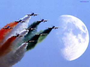Aircrafts drawing the italian flag in the sky