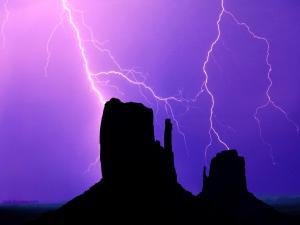 Lightnings in the desert