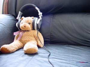 Teddy bear listening music