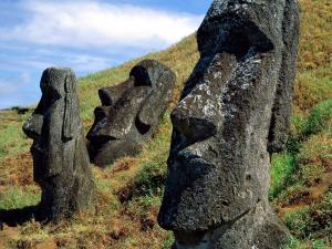 Moai statues near the volcano Rano Raraku