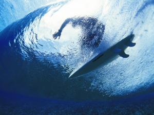 Surfing under the wave