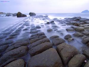 A geometric breakwater