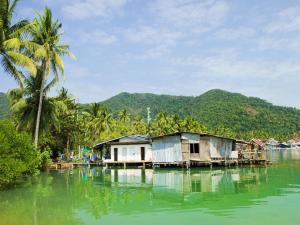 Floating houses in Bang Bao Bay (Ko Chang Island, Thailand)