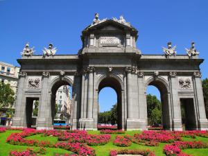 Puerta de Alcalá (Madrid, Spain)