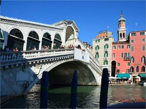 Rialto Bridge, spanning the Grand Canal in Venice (Italy)