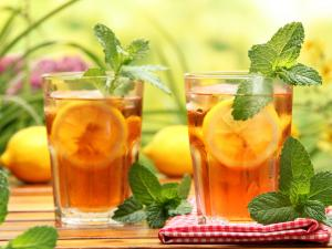 Two glasses of iced tea with lemon and mint