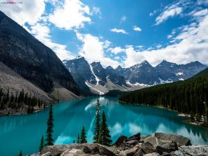 Moraine Lake, in Banff National Park (Alberta, Canada)