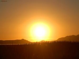 A great sun on the horizon