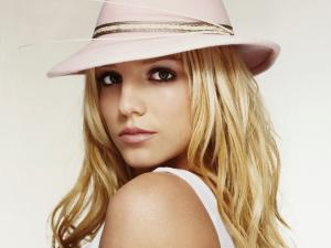 Britney Spears with a pink hat