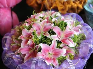 Bouquet of pink and white lilium