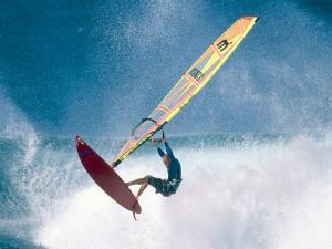 Surfer in Ho'okipa Beach Park (Maui, Hawaii)