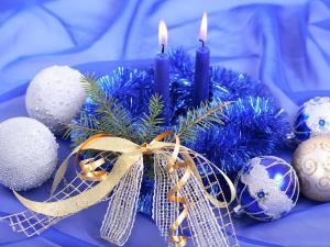 Balls and candles to decorate for Christmas