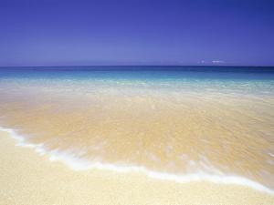 Blue horizon on the beach