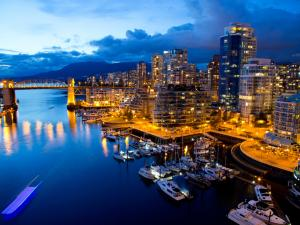 Night at the port of Vancouver (Canada)