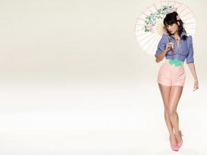 Katy Perry with a oriental umbrella