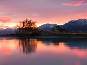Sunrise at Lake Tekapo (New Zealand)