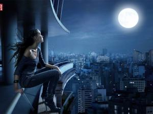 Levi's girl looking at the moon