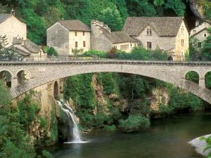 Bridge in Saint-Chély-du-Tarn (France)