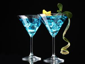 Blue cocktails with mint and fruit