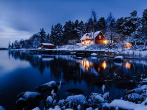 Cabins on the shore of a lake in Norrvreta (Stockholm, Sweden)