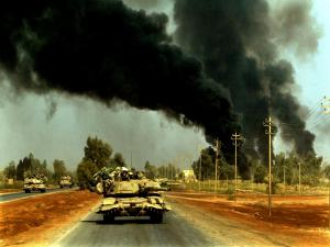 Tanks advancing by the roads in the Iraq War