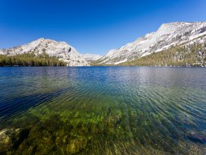 Snowy mountains in Tenaya Lake (California)
