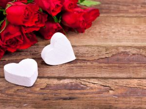 Two white hearts and some roses