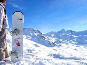 Prepared to do snowboard