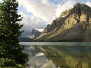 Bow Lake in Banff National Park (Alberta, Canada)