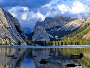 Tenaya Lake in Yosemite National Park (California, USA)