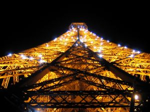 Bright lights on the Eiffel Tower at night