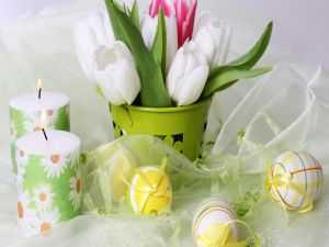 Candles, flowers and Easter eggs