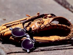 Glove and goggles to play baseball