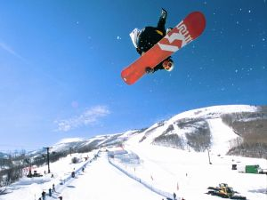 Spectacular snowboard jump, in Park City (Utah)