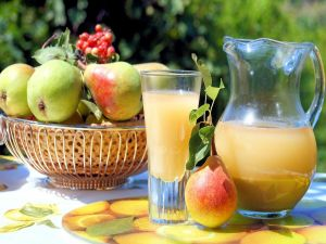 Pear juice, refreshing and delicious